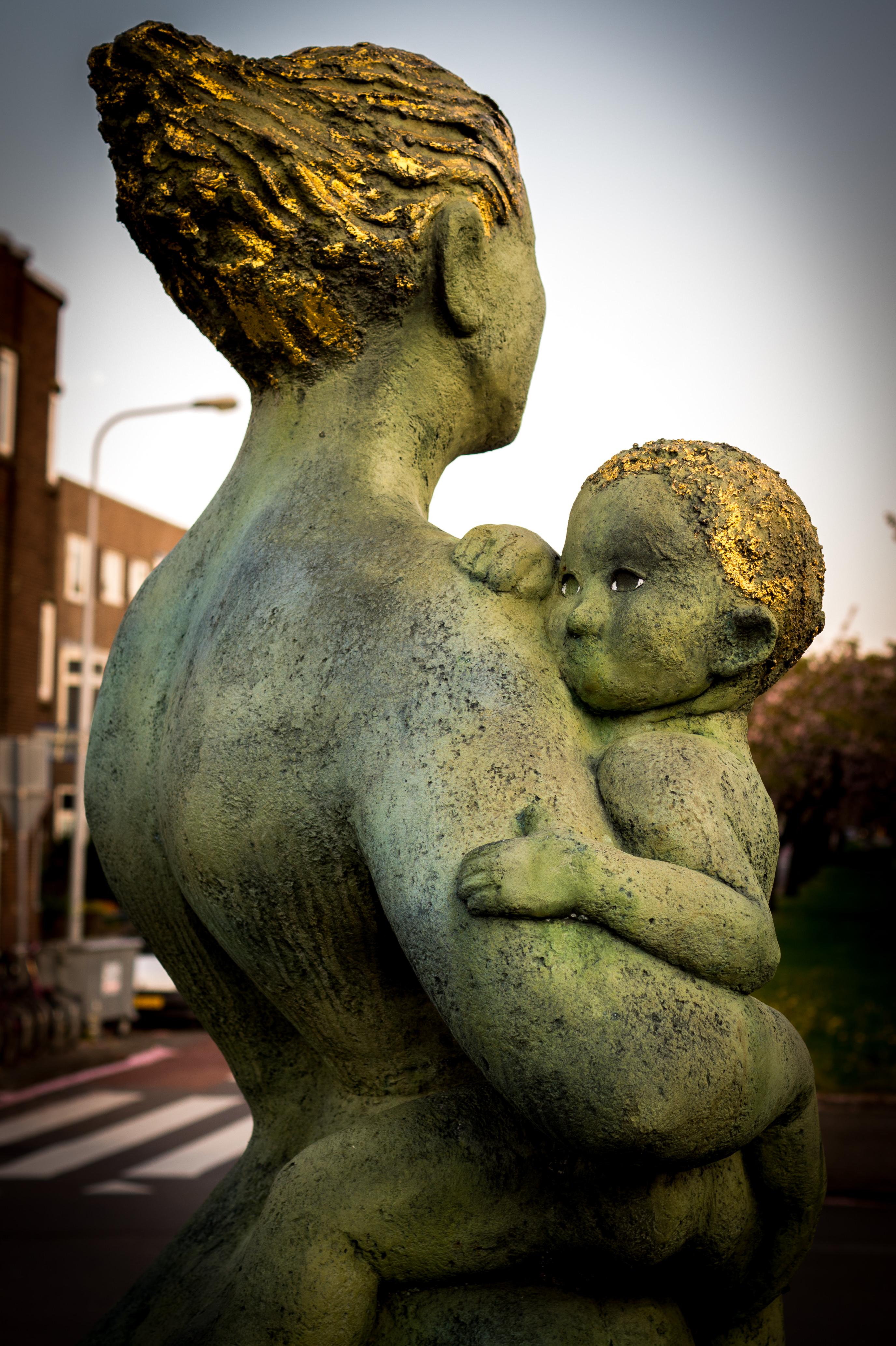 Cum îți poți ajuta copilul să-și dezvolte un atașament securizant?